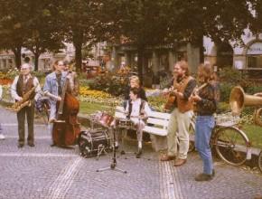 1995, Feelsaitig, Straßenmusik